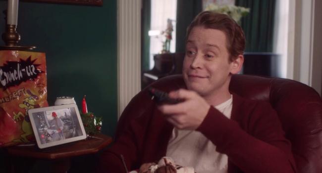 Лучший подарок на Рождество: 38-летний Маколей Калкин повторив сценки с фильма «Один дома», чем взорвал сеть
