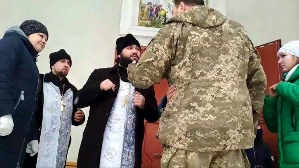 Молилась на украинском: священник РПЦ выгнал из храма дочь представителя ВСУ