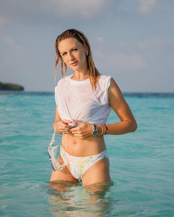 «Очень красивая и спортивная»: поклонники Никитюк в восторге от ее пикантных снимков с отдыха