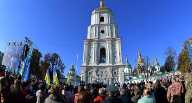 Телеведущая: самым главным является то, что украинский народ оказался способным принять этот Томос