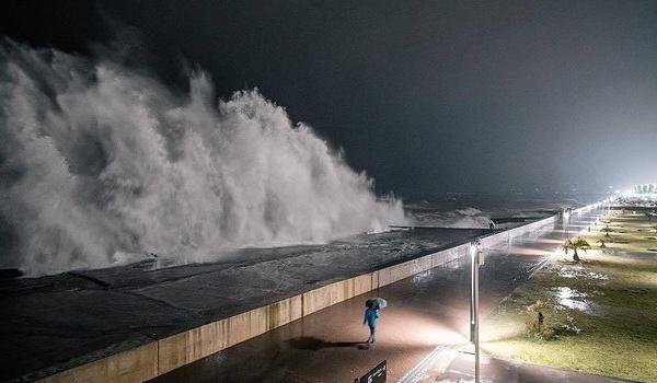 НаСочи обвалился шторм: вгороде сильные разрушения