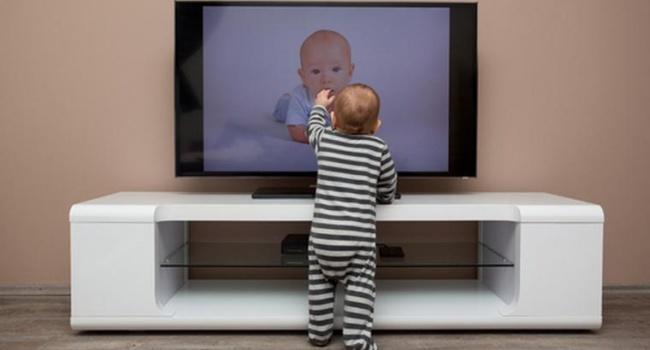 В Черновцах на ребенка упал телевизор и проломил ему череп