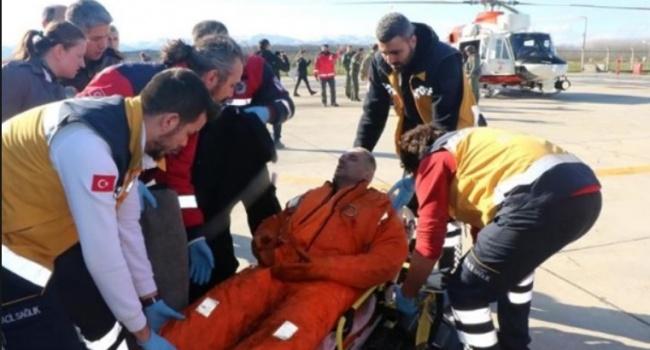 Турецкие спасатели вытащили тело украинца, пострадавшего в результате крушения судна, из воды