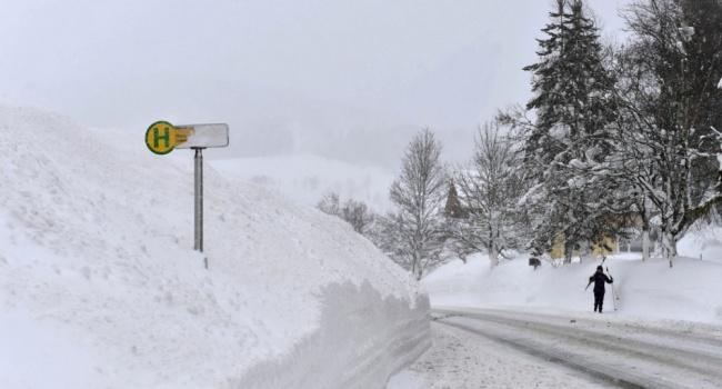 Сильнейшие снегопады охватили Европу: есть погибшие