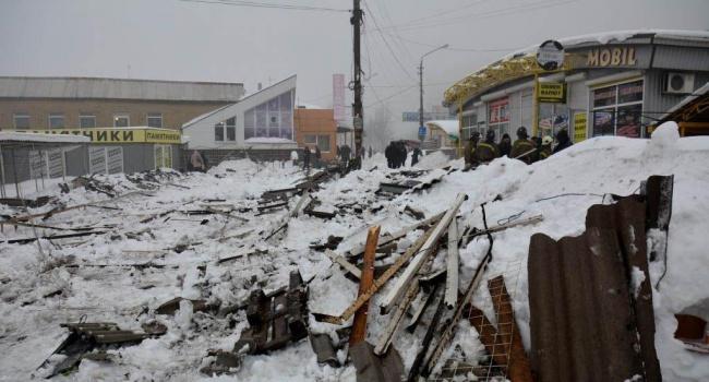 На рынке Макеевки рухнула крыша. Есть пострадавшие