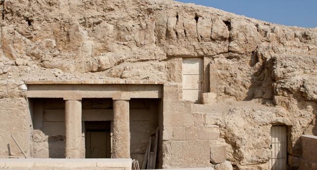 Археологи нашли две древние гробницы в Египте