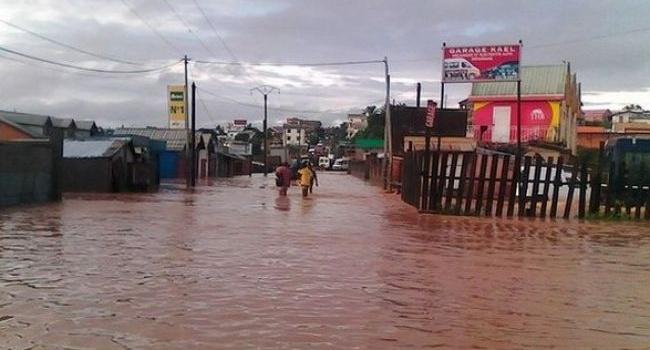 В результате наводнения на Мадагаскаре погибли девять человек