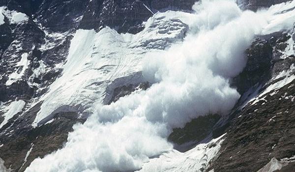 В Карпатах туристов накрыла лавина