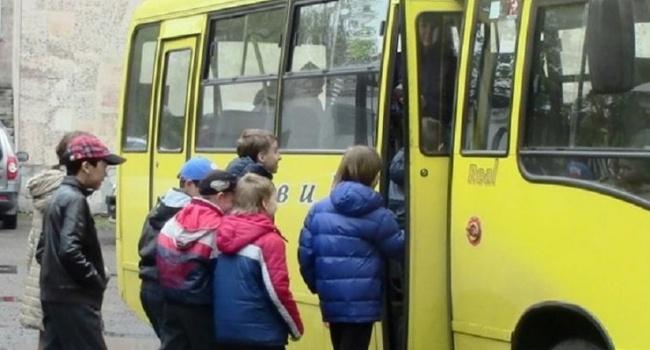 Очередной водитель маршрутки выгнал детей на мороз