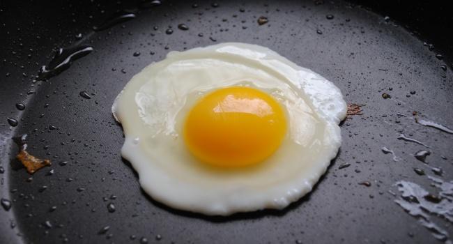 Употребление куриных яиц помогает нормализовать давление