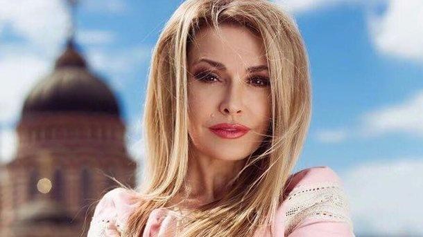 «Наша гордость и красота!» Ольга Сумская показала совместное фото с мужем, примерив вышиванку