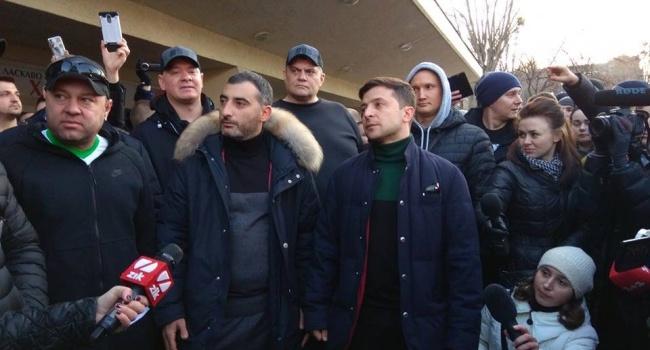 Зеленский не сумел выдавить из себя фразу «Путин – х..ло», попросил произнести за него ее атошников