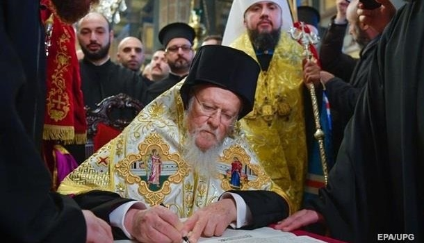 В учебники истории внесут получение Украиной Томоса