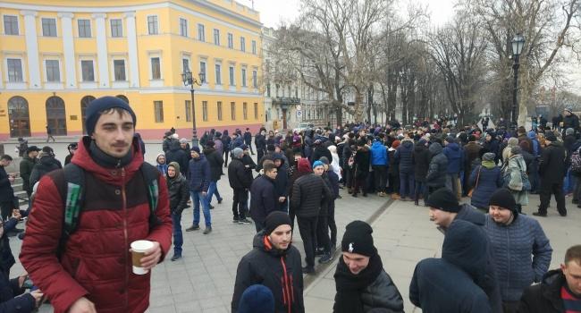 Одесские шутники собрали в городе проплаченный митинг за фейкового кандидата в президенты