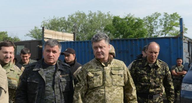Журналист: перед самыми выборами кто-то решил поссорить Порошенко и Авакова