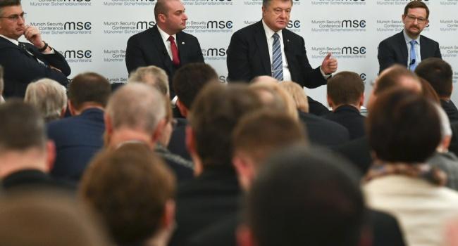 Охранник Порошенко схватил русского корреспондента