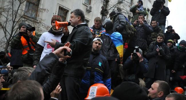 «Я лично это видел»: Шарий подтвердил, что Порошенко выносил раненых с Майдана