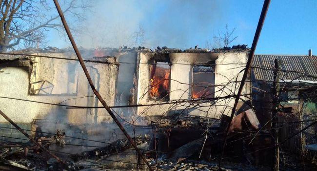 «Ни капли жалости»: боевики уничтожили жилые дома на Донбассе, жители едва спаслись