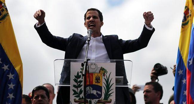 Гуайдо заявил, что от Мадуро отвернулись сотни военных