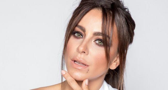 «Чучело!» Ани Лорак в прозрачной блузке засветилась на пресс-завтраке «Премии МУЗ-ТВ — 2019» в РФ