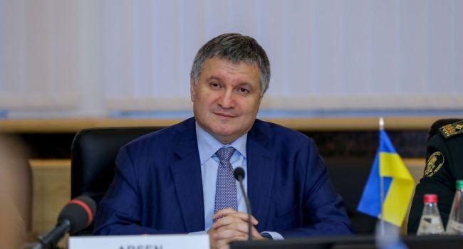 Журналист: Аваков закроет глаза на захват админучреждений, отделений полиции, оружия