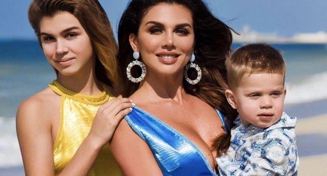 Седокова снялась с детьми на Дубайском пляже