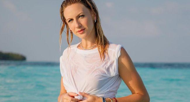 «Слишком пошло»: Леся Никитюк сверкнула голой грудью на отдыхе, порадовав пикантным фото