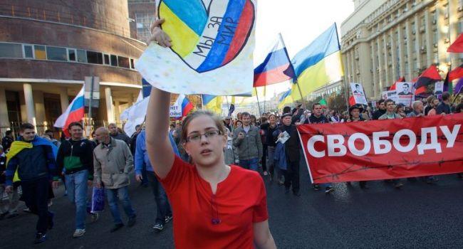 Украинцы опять полюбили граждан России,— пишут российские СМИ