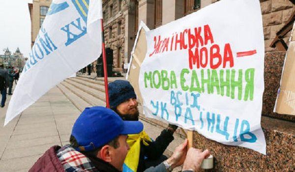 Соцопрос: украинцы меньше хотят учить русский язык наравне с украинским