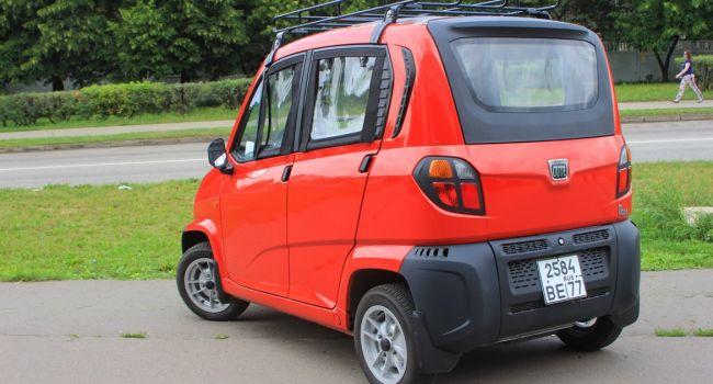 Индийцы выстроились в очередь за самым дешевым автомобилем в мире
