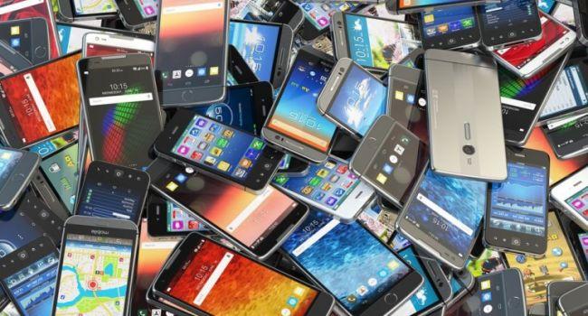 Отказ от «моноброви» и огромный объем внутренней памяти - чего ждать от смартфонов в текущем году