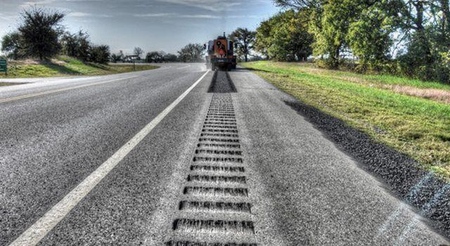 Повысить безопасность дорог в Украине планируют с помощью шумовых полос