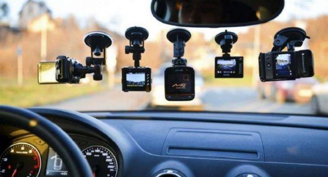 Какие гаджеты должны быть в автомобиле у современного водителя
