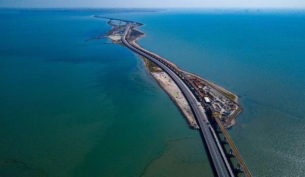 Опасаются, что кто-то украдет? Оккупанты принялись усиленно охранять Керченский мост