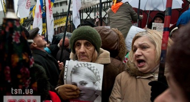 Сазонов: бабушки Тимошенко перейдут к Порошенко