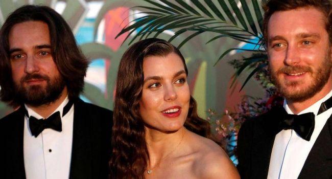 Сын актрисы Кароль Буке и внучка Грейс Келли сыграют свадьбу