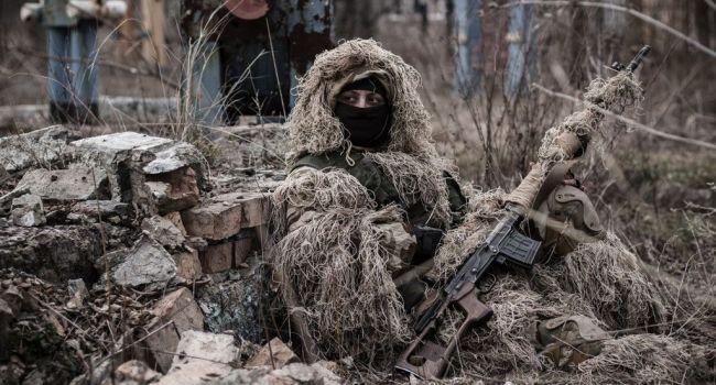 Пули вражеского снайпера достали двух украинских военных – сводка ООС