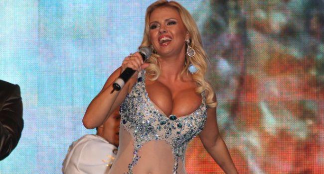 «Не для слабонервных»: российская певица показала, что ей пришлось терпеть ради съемок своего нового клипа