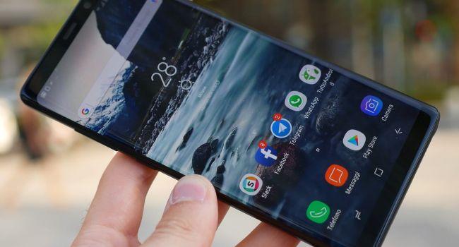 Больше половины украинцев не представляют свою жизнь без смартфонов
