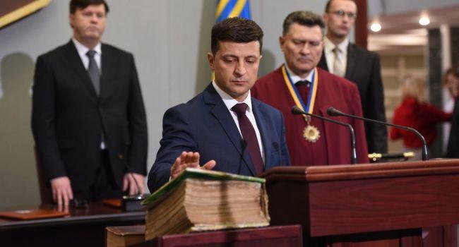 Горящие российские флаги и чучела под АП – Зеленскому-президенту уже готовят теплый прием