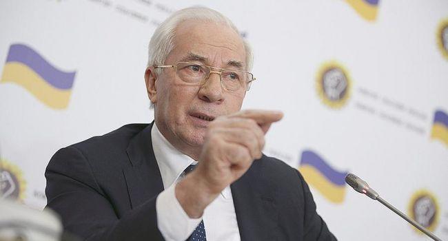 Азаров: «Порошенко предпочел вложить деньги в бесполезный пиар, а не в голодающих»