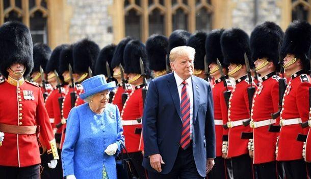 СМИ: Елизавета II хочет пригласить в Британию Трампа