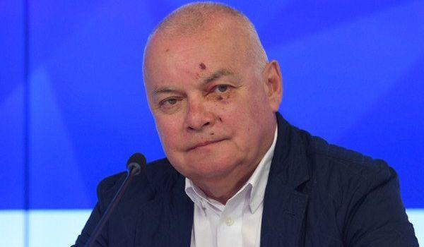 Скандальный пропагандист Путина показал несколько пародий Зеленского на «Вести недели»