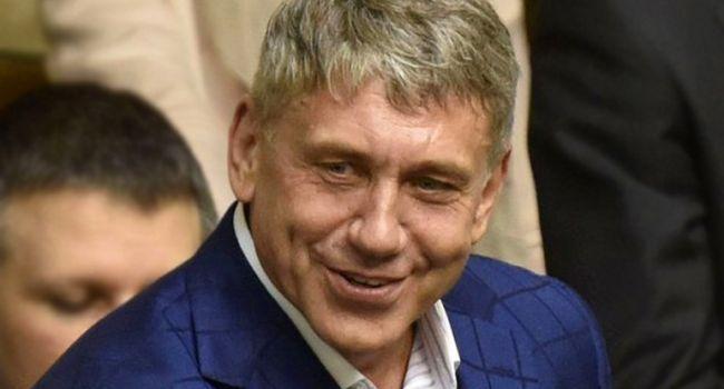 Насалик предложил приверженцам Зеленского и Порошенко посоревноваться в жиме штанги и гантель