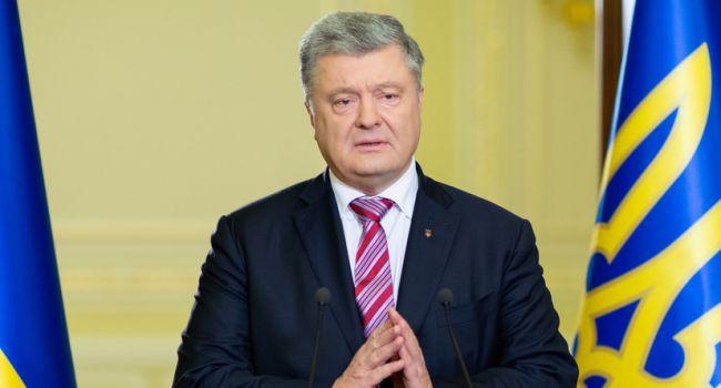 Социологи: высокий рейтинг Зеленскому сделал именно Петр Порошенко