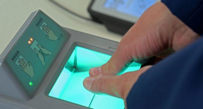 Украина перестанет выдавать биометрические паспорта