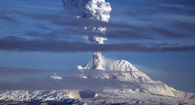 Ученые заявили об извержении самого страшного вулкана в России