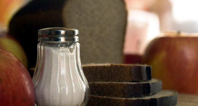 Вызывает ожирение и делает кости хрупкими: эксперты рассказали о самом вредном продукте