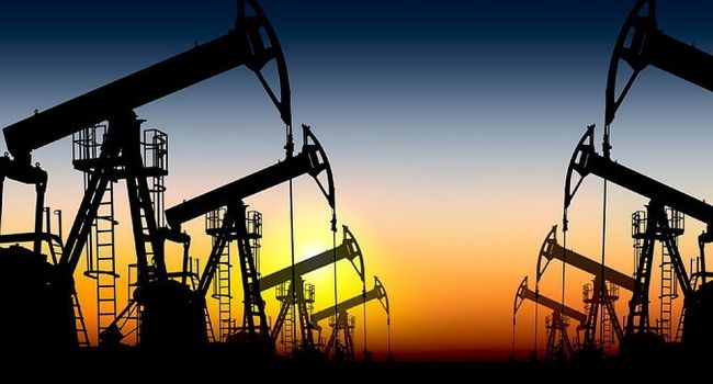 Из-за санкций США Европа начала активно покупать дорогую российскую нефть
