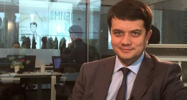 «Сегодня прошел агитационный митинг Петра Алексеевича под стадионом»: у Зеленского отреагировали на дебаты Порошенко